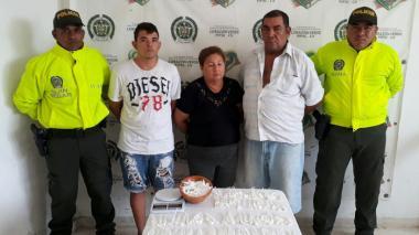 Los tres capturados con droga y dinero.
