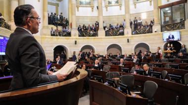 Plenaria del Senado rinde homenaje a Efraín Cepeda