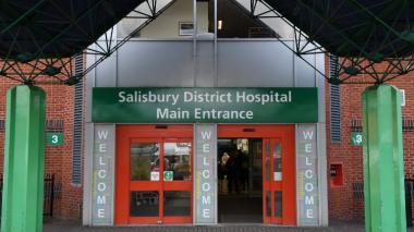 En este hospital de Salisbury es atendida la pareja.
