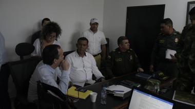 Guillermo Polo, el secretario Hugo Caballero y el coronel Henry Jiménez.