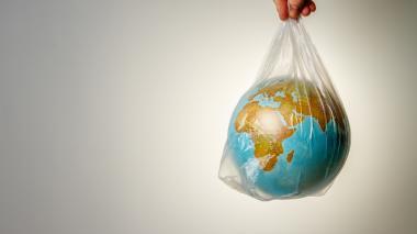 La oposición no frena crecimiento del plástico