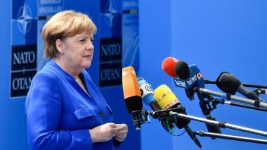 """Merkel dice que Alemania decide de manera """"independiente"""" tras críticas de Trump"""