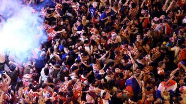 Los aficionados croatas enloquecieron luego de que su selección se clasificara por primera vez en su historia a una final del Mundial.