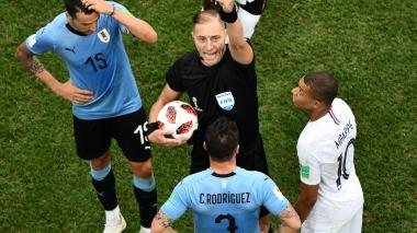 Árbitro argentino Néstor Pitana dirigirá la final del Mundial entre Francia y Croacia