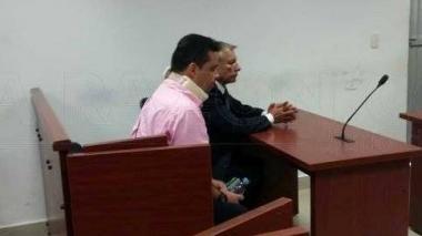 Montoya Higuita llegó con cuello ortopédico, porque, presuntamente sufrió una lesión cervical en el accidente.