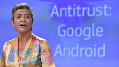 """UE impone multa récord de 4.342 millones de euros a Google por """"prácticas ilegales"""" con Android"""
