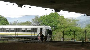 Tres grafiteros mueren arrollados por tren del metro de Medellín