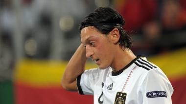 Decisión de Ozil de abandonar la selección genera polémica en Alemania