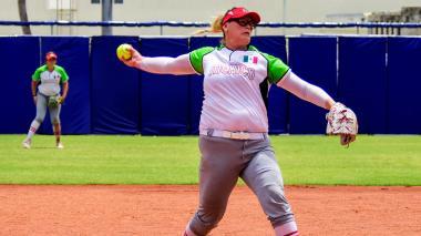 El brazo de Escobedo es una amenaza en el sóftbol
