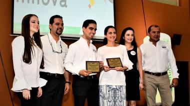 Emprendedores recibieron reconocimiento del programa organizador.