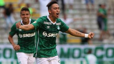 Fabián Sambueza festejando un gol con el Cali.