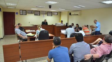 Las partes durante la audiencia del proceso.