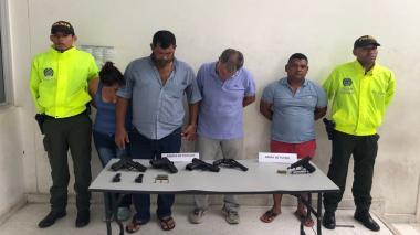 Caen cuatro personas en flagrancia con armas de fuego en La Pradera