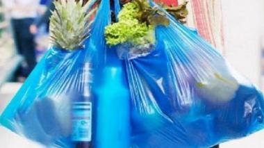 Chile promulga ley que prohíbe la entrega de bolsas de plástico en el comercio