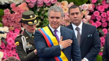 El presidente de Colombia Iván Duque toma juramento durante su posesión.