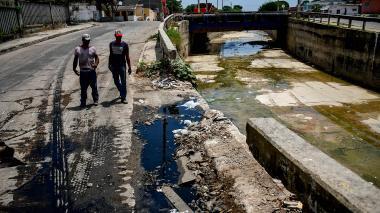 Canal del arroyo de Rebolo se lo están robando a pedazos: vecinos