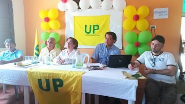La senadora Aida Avella, reunida con líderes de La Guajira.