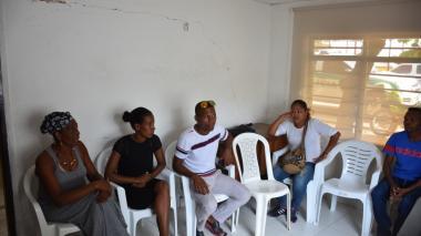 Algunos de los líderes amenazados reunidos en cercanías de Bayunca.