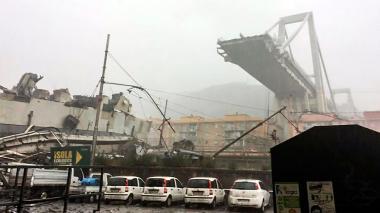 Derrumbe de un puente de una autopista en Italia deja 22 muertos