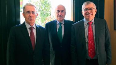 """""""De la confrontación estamos pasando a la reconciliación"""": Uribe, Pastrana y Gaviria"""