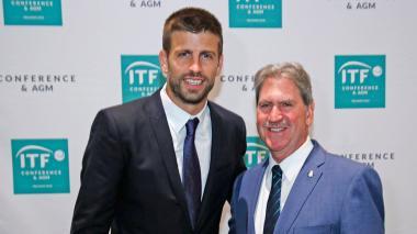 David Haggerty, presidente de la ITF, y Piqué.