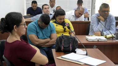 Silvia Esther Solano Truyol y su esposo Rodolfo Valentín Niño Pantoja, en audiencia en el Centro de Servicios Judiciales.