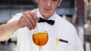 La bebida está reemplazando a la cerveza y el vino blanco en Italia y París.