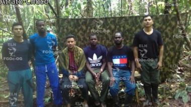 Eln envía fotos de los seis secuestrados que mantiene en su poder