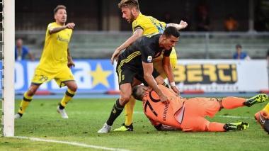 El arquero del Chievo, lesionado por Ronaldo, agradece mensaje de CR7