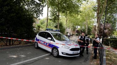 Hombre mata a cuchillo a su madre y hermana en presunto acto terrorista cerca de París