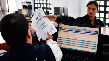Ecuador suspende el requisito de pasaporte a venezolanos