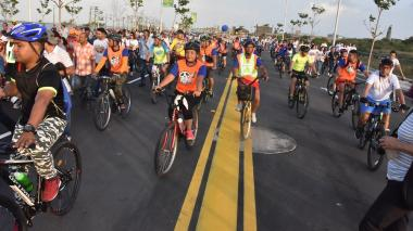 Participantes del ciclopaseo recorrieron la nueva ruta hacia el río Magdalena.