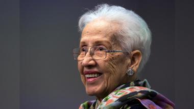 Katherine Johnson, que calculó a mano las órbitas de los viajes a la Luna, cumple 100 años