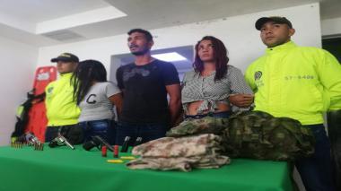 Capturan a dos mujeres y un hombre con armas y municiones en La Pradera