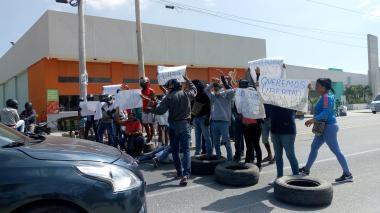 Bloquean la Troncal en Ciénaga para pedir la libertad del alcalde y el secretario de Educación