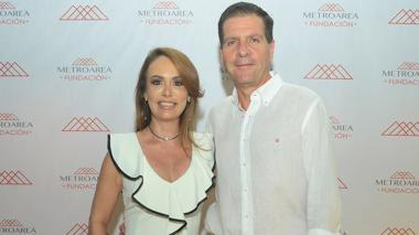 Aparece Katya Barros, esposa de empresario Fito Acosta