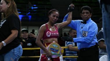 Jenifer Rodríguez hace respetar la casa y vence a Mónica Henao por decisión dividida