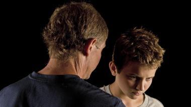 Expertos recomiendan ayuda profesional y que los padres se acerquen a sus hijos a través del diálogo.