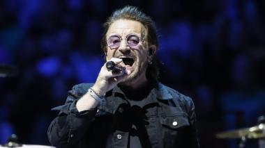 Bono, de 58 años, vocalista de la banda irlandesa U2.