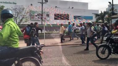 Agente de la Sijín evita que comunidad linche a un delincuente en Cartagena