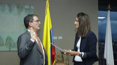 El nuevo presidente de la ANI, Louis Francois Kleyn López, tomó posesión ante la ministra de Transporte, Ángela María Orozco.