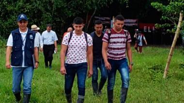 Soldados liberados por el Eln llegan a hospital militar en Bogotá