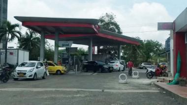 Delincuentes roban arma de dotación a vigilante de gasolinera en el Corredor Universitario
