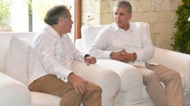 """""""La crisis de Venezuela se resuelve con democracia"""": Almagro a Duque"""