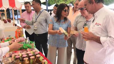 Gobernador Eduardo Verano, secretario de Desarrollo, Anatolio Santos, y presidenta de Acopi, Rosmery Quintero, entre otros, en evento anterior.