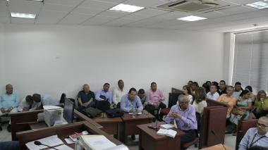 Los políticos locales mientras esperaban la decisión del juez Penal Municipal Bacrim, Ricardo Méndez.