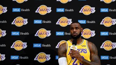 Presentan ante la prensa a los Lakers de LeBron James