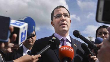 Venezuela califica de 'vividor' a Colombia y pide indemnización de USD 500 millones por ola migratoria