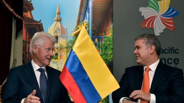 El expresidente Bill Clinton y el mandatario de Colombia, Iván Duque, durante el encuentro de este miércoles en el Foro de Negocios Bloomberg.