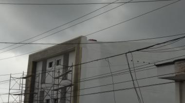 En video | Muere obrero electrocutado al tocar cable de alta tensión en San Felipe